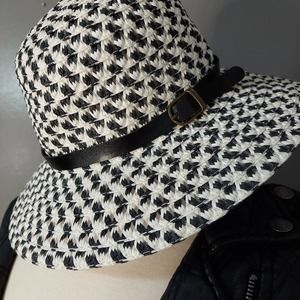 Chic Black and White Houndstooth Bucket Hat
